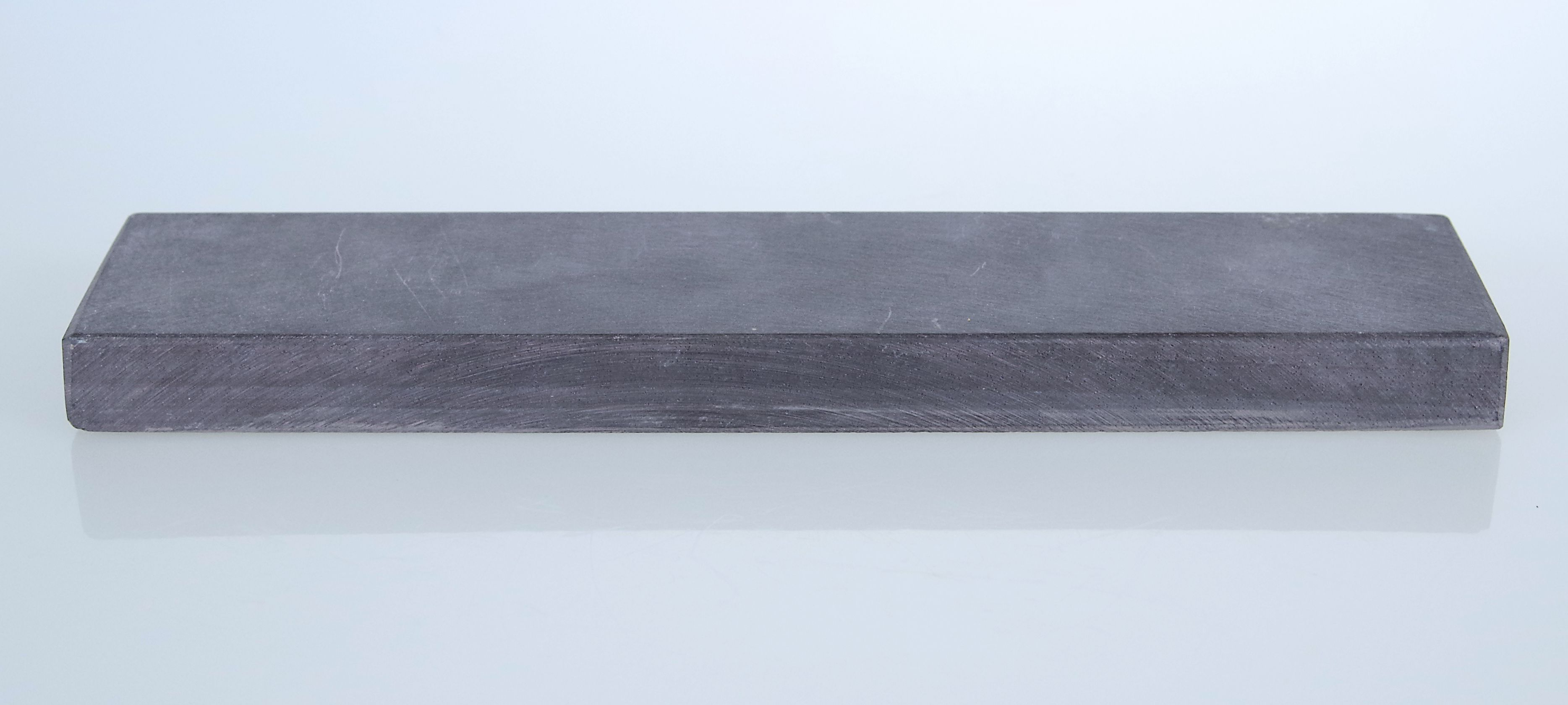 blauer belgischer Brocken - alter Schleifstein